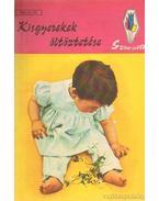 Kisgyerekek öltöztetése - Bános Mária