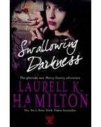 Swallowing Darkness - Laurell K. Hamilton