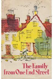 The Family from One End Street - I. Garnet - Régikönyvek