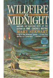 Wildfire at Midnight - Stewart, Mary - Régikönyvek
